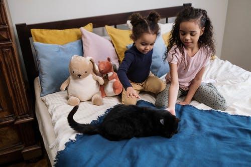 Jak vybrat kvalitní povlečení do dětské postele, aby dítě zaujalo a vy měli méně práce?