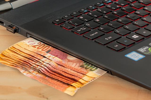 počítač s penězi