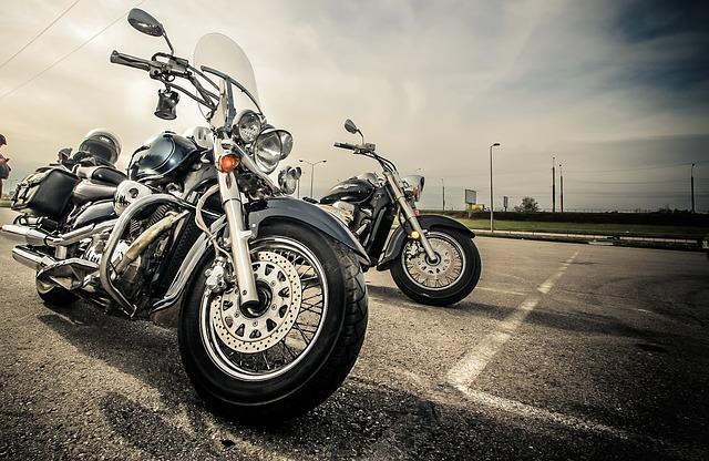 dva motocykly