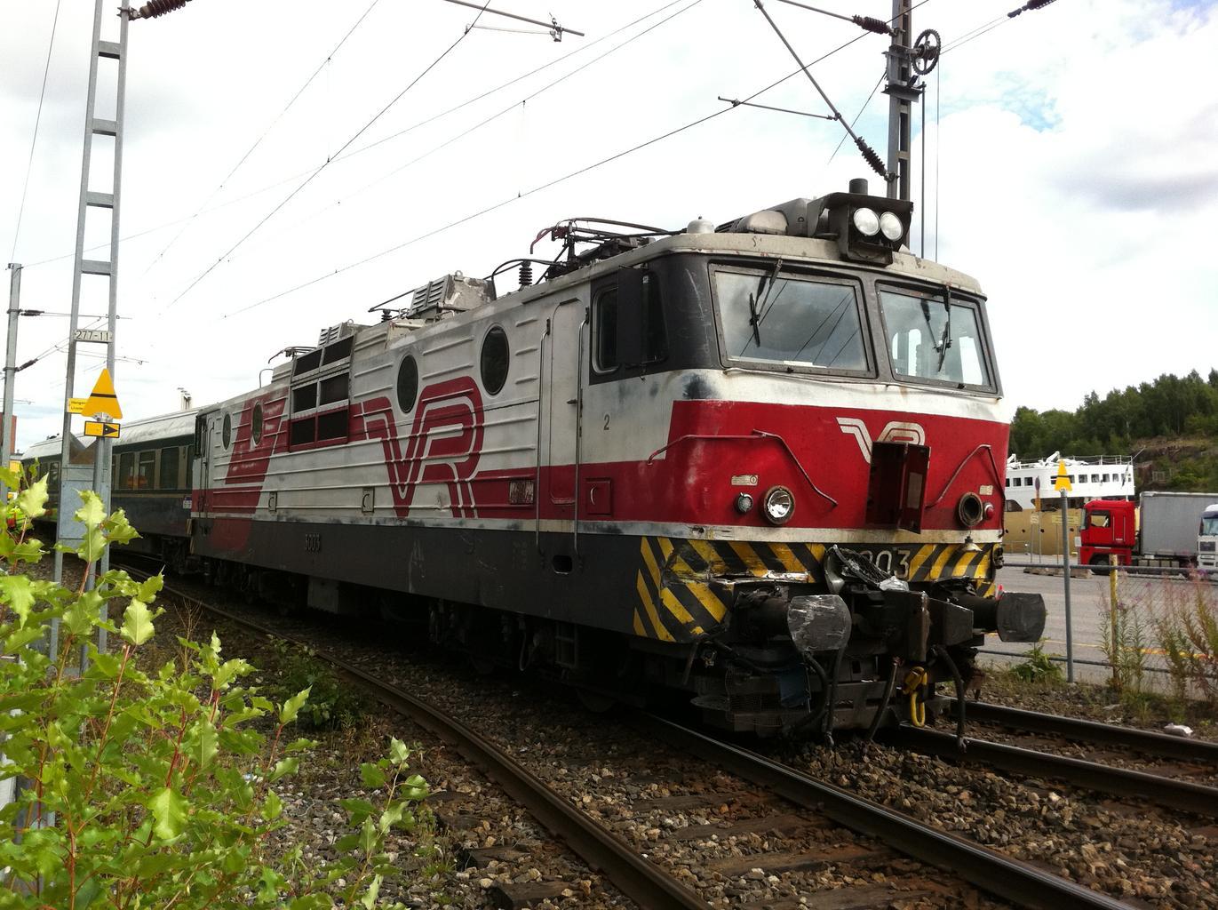 vlak na železnici